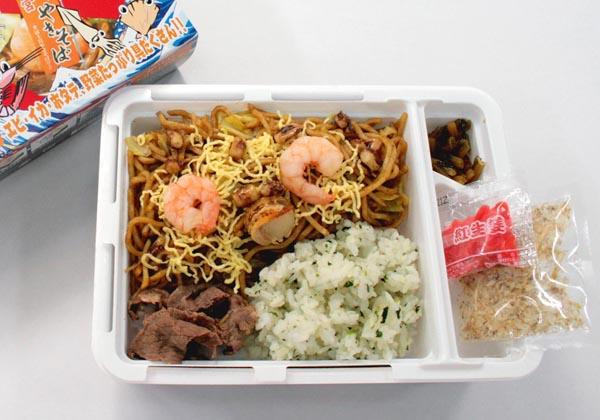 http://www.ekiben.or.jp/fuyouken/2012/05/25/images/yakisoba4.jpg